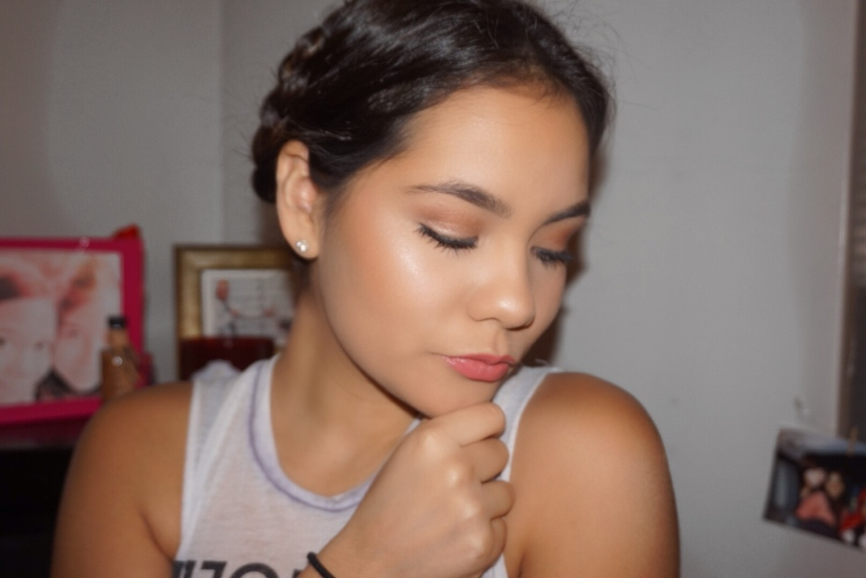 For school, running errands, a quick bite to eat, you name it... *This Frida Kahlo inspired hairstyle is an easy, fast and cute do when you only have a ...